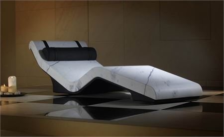 01 Heated Lounger